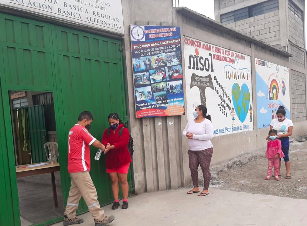 El año escolar continua con muchas dificultades debido a la pandemia en el centro educativo de Trujillo (Perú)